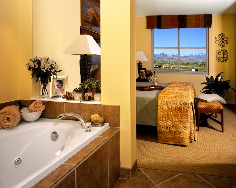 rooms com mgm hotel hot private articles grand vegas with casino in oyster steamy tub whirlpools room how las